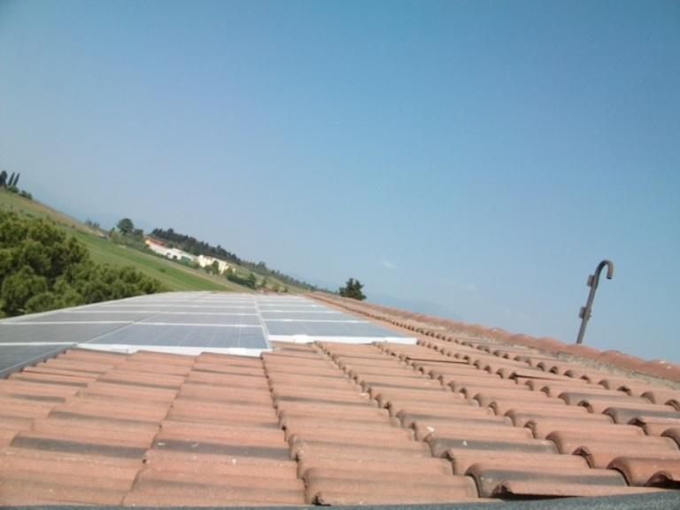 pannello fotovoltaico tetto abitazione